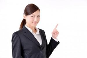 転職の通過率を説明する女性