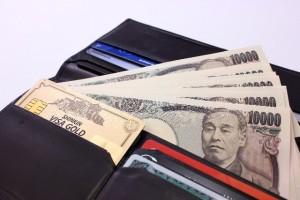 年収が増えて札束が増えた財布